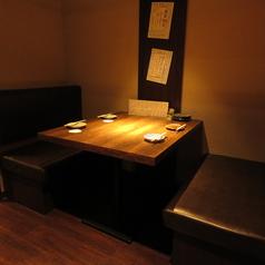 ゆったり座れるテーブル席は宴会はもちろん大事な記念日や接待など様々なシーンにオススメです。