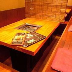 大人気の掘りごたつ式お座敷は、4名様席を2卓、8~10様席を2卓ご用意しております♪