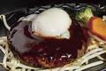料理メニュー写真温卵デミハンバーグ