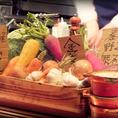 無農薬【小清水農園】の新鮮野菜がカウンターには盛りだくさん!