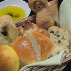 料理メニュー写真盛り合わせパン