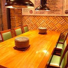 4~6名様テーブルを2卓ご用意しております。ぜひお気軽にお立ち寄りください♪