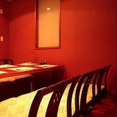 掘りごたつの個室もご用意しております。美味しい食事と楽しい時間をお過ごしください。