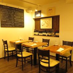 テーブル席は2名様掛けテーブルを6卓ご用意しております。テーブルは繋げて利用することもできますので、女子会や歓送迎会など、各種ご宴会やパーティーにぴったりのお席となっております♪