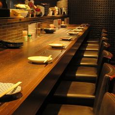 お2人様はカウンター席もご案内可能。大人な雰囲気漂うカウンター席で贅沢なお食事と空間をお楽しみ下さい。