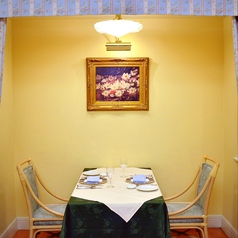 2~4名様用と10名様用のカーテン付き個室をご用意。周りに気兼ねなくお食事が愉しめるプライベート空間。ご予約はお早めに。