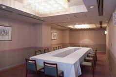 4階:アゼリア。最大で30名様収容可能なお部屋です。