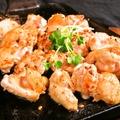 料理メニュー写真阿波尾鶏の熱熱鉄板焼