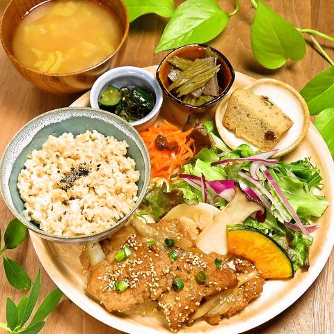 【ランチ】週替わりで楽しめる『カラダガヨロコブ玄米菜食ランチ』1200円(税込)