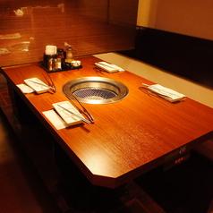 カーテンを開ければ最大8名までご利用可能なテーブル席!!4名様でもご利用可能です!!