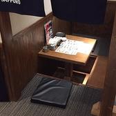 2名用の半個室席。足元ゆったりとご利用いただけます。