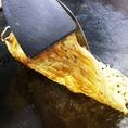 カリカリ麺の秘訣は企業秘密!色々と思考を凝らして揚げたてのようなカリカリ麺に仕上げています。