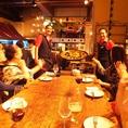 陽気なスタッフが大皿パエリアを持って各テーブルをまわります♪