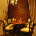 カーテン個室テーブル 6名まで広めのテーブルを囲みお食事・お料理を楽しめます。