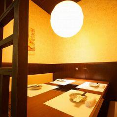 広々とした店内は、落ち着きある大人の隠れ家。江坂での各種ご宴会に最適なテーブル席です。少人数でもお気軽にお越しください!大切な方へのお祝いにぜひご利用ください。気軽に仲間と語れる、ゆとり空間です!女子会にも最適!