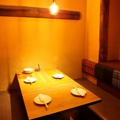 柔らかい照明が心地良い…☆周りを気にせず、食事&会話をお楽しみ頂けます。