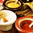 レモン、塩、ケチャップ、マスタード、ソースなど…お好みのソースで串カツをお楽しみください♪