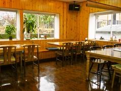 【友達同士の集まりにも◎】テーブル席は7名×1、6名×2、2名×4まであります。仲間同士の語らいにもご利用下さい!