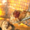 備長炭を使用した絶品の炙り焼きの数々!カウンター奥の焼き場で調理しており、実際の調理風景を眺めることも出来ます。火力が大きい時の臨場感は圧倒的!少人数での宴会やおひとり様でご来店の際は、カウンター席を利用してみてください!