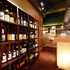 1階には種類豊富な日本酒・焼酎が並びます♪お席のご予約は2名様~大歓迎♪会社帰りにふらっと寄るにも最適☆札幌での宴会・飲み会は彩~Irodori~へ☆※系列店との併設店舗です。