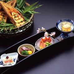 料理メニュー写真〈ご夕食〉【水仙】先附 八寸 御椀 向附 焼物 焚合 御飯 デザート  画像はイメージです。