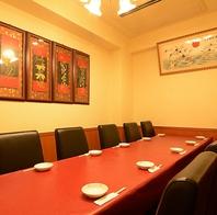 少人数から大人数まで利用可能な個室。