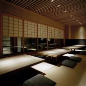 【宴会におすすめ】大きな窓から中庭が望めるこちらのお席。ゆっくりとおくつろぎいただけます。通常は2~16名様の掘りごたつ堰ですが、障子を閉めての「16名様完全個室」も可能です。3月~4月・12月の繁忙日は、14名様から貸切個室料として3,000円がかかります。