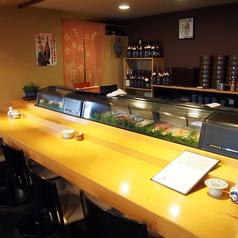 女性一人でも気軽にカウンターでお食事ができます。店主との会話を楽しみながらおいしいお寿司をいただきましょう。