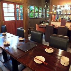 1Fテーブル席は、人数に応じてフレキシブルに対応可能です。~5名で使えるお席が2つほどのスペースです。