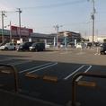 マックスバリュさんと共有の駐車場は50台以上の駐車が可能◎駐車スペースに困ることはありません!