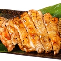料理メニュー写真やんばる若鶏の炙り焼き