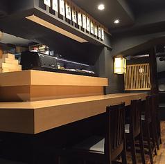【カウンター席】お一人様でのご利用や、少人数でのご利用にぴったりなカウンター席。こちらはオープンキッチンとなっており、、高級寿司店に来た気分が味わえます!