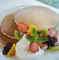 料理メニュー写真季節のフルーツパンケーキ