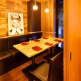 団体様のご利用にも最適な広々個室も完備しております。優しく灯る間接照明が印象的な大人の空間でこだわりの創作肉料理をお愉しみください。歓送迎会や女子会や同窓会などにも最適です。※系列店舗との併設店舗となります