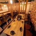 5名様ずつ向かい合って座れるテーブル席となってます♪合コンはもちろん、会社での打ち上げや学校での飲み会はもちろん様々なシーンでお使いできます【梅田#居酒屋#個室#宴会#誕生日#ランチ#食べ放題#飲み放題#肉寿司#ユッケ寿司#チョアチキン#野菜巻き串#焼き鳥#サムギョプサル#焼肉#もつ鍋#鍋】