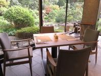 ホテル自慢の庭園を眺めながら優雅なお食事を楽しめます