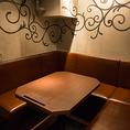 落ち着いたBOX席は、家族連れにもおすすめ☆変わり串をはじめデザートや〆まで充実♪お友達同士や同僚と・・。気軽に一杯できる広めのテーブル席!種類豊富な焼き鳥とお酒についつい長居してしまうかも。