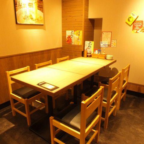 【新橋・西口】簡単に席替えできるテーブル席