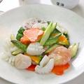 料理メニュー写真三種海の幸と野菜炒め
