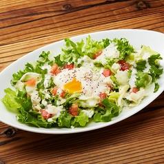 シーザーサラダ とろ~り卵のせ