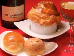 料理メニュー写真【3】サーモンとシャンピニオンのブールブラン パイ包み焼き