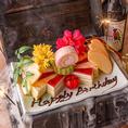 誕生日や記念日など特別な日にご来店頂いたお客様には、「宝箱ケーキ」をご用意しております。宝箱からは、ドライアイスの煙と共に出てくる、メッセージを添えた華やかなデザートプレートを贈呈。新橋でのデートや合コンなどのご宴会にサプライズ演出も承っております。歓迎会や送別会にもお役立て下さいませ。