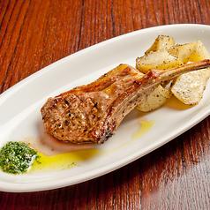 料理メニュー写真骨付き仔羊フィレ肉のグリル