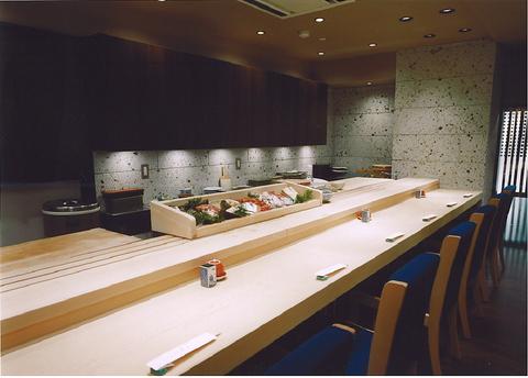 銀座で旨い鮨を!カウンターで職人の仕事を見ながら食べる鮨は美味。