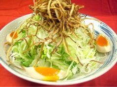 半熟玉子とカリカリゴボウのサラダ/海鮮サラダ