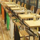 カラフルなテーブル席♪