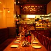 20名様から貸切可能なウッドテーブル席はおしゃれな宴会・パーティーに最適!体に優しいお食事とワインとのマリアージュに舌鼓み。会社宴会・女子会・誕生日会・各種お祝い行事などに是非ご利用ください!