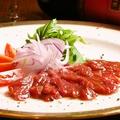 料理メニュー写真燻製馬肉のカルパッチョ