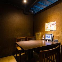 少人数向け個室や、夜景の見えるお席などデートや女子会、ご家族での団らんなどにおすすめです。金の蔵 新宿東口総本店ならではの和風モダンな個室は多数ございます。シーンに合わせてお選びください。