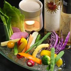 厳選野菜のバーニャカウダ 温かいニンニク風味のアンチョビクリームソースで